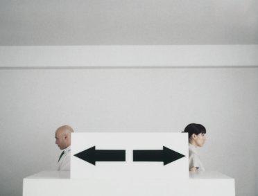 Anrufe bei Mitarbeitern von Mitbewerbern zwecks Abwerbung auf Privathandy auch am Arbeitsplatz problematisch